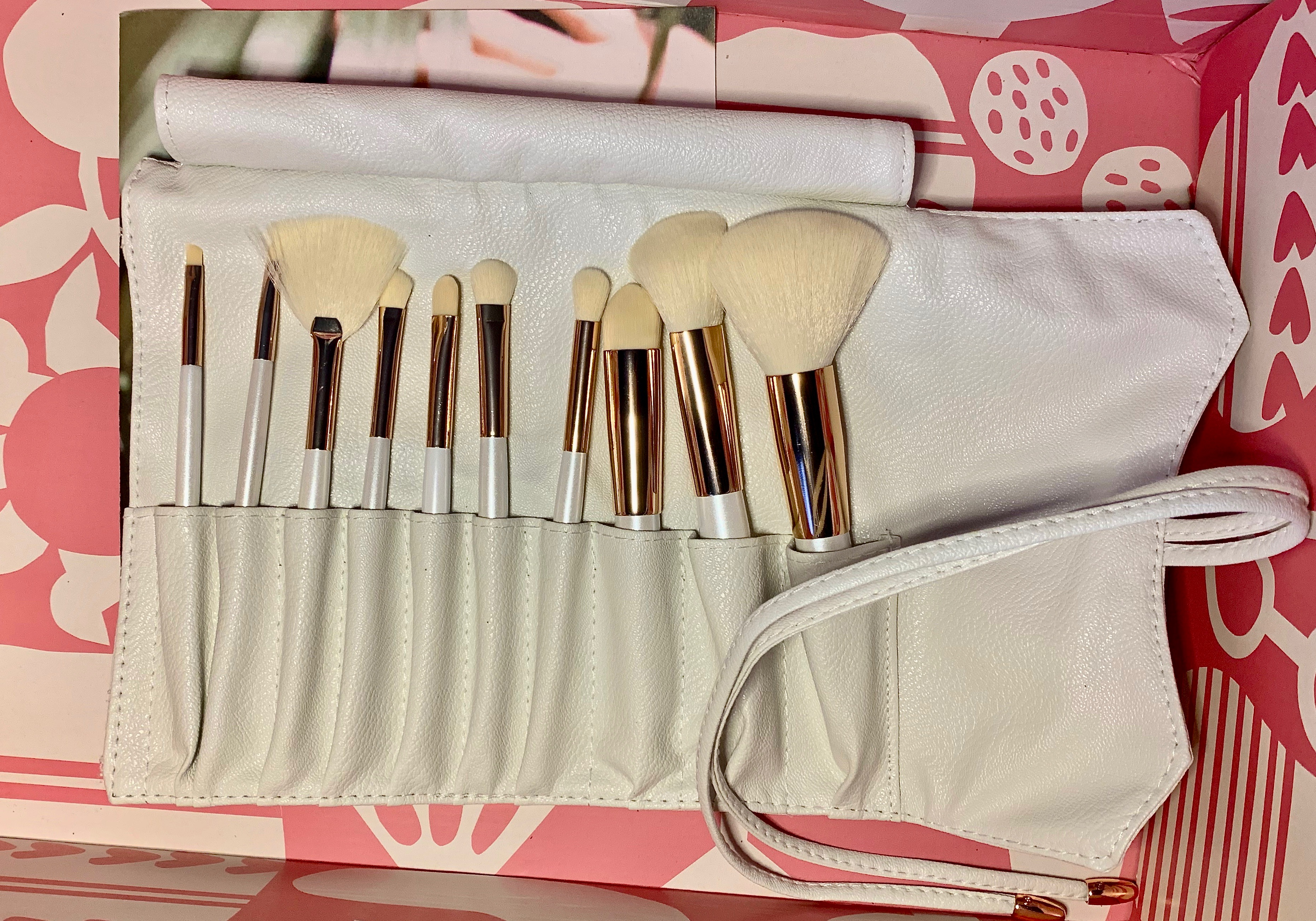 CAUSEBOX SUMMER INTRO BOX 3 - La Beauté Soi Makeup Brush Collection